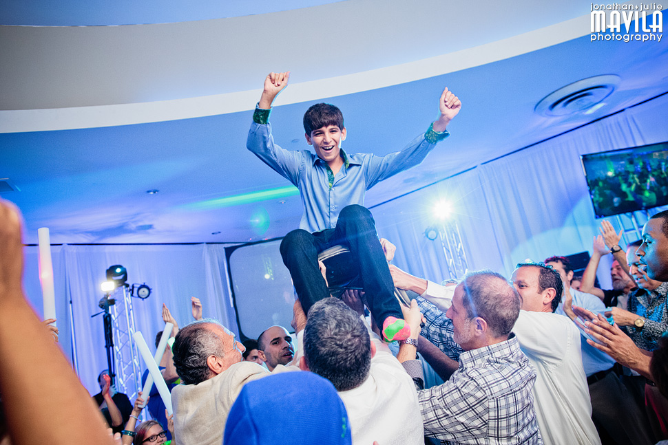 17-mavila-photography-south-florida-weston-dor-dorim-bar-mitzvah-Hora.jpg
