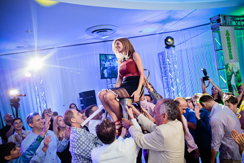 18-mavila-photography-south-florida-weston-dor-dorim-bar-mitzvah-Hora.jpg