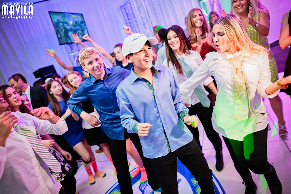 21-mavila-photography-south-florida-weston-dor-dorim-bar-mitzvah-Dancing.jpg