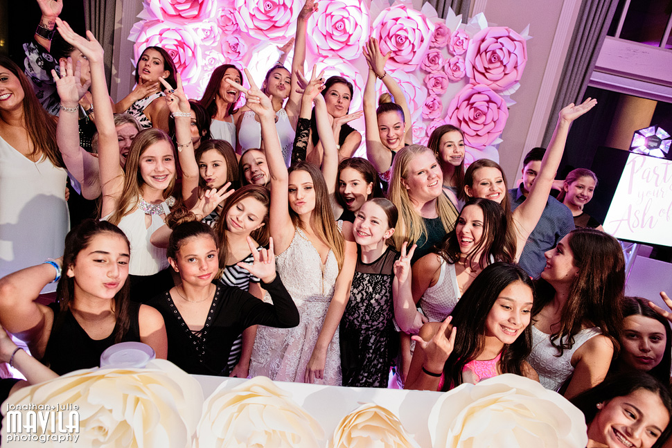 16-Mavila-Photography-Bat Mitzvah- friends.jpg