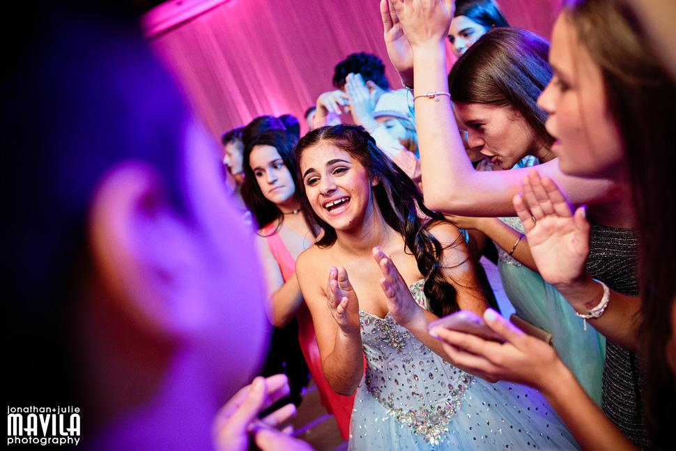 18-Mavila-Photography-Princz-Mitzvah-dancing.jpg