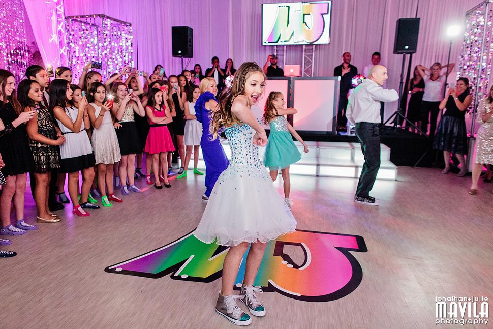 11-Mavila-Photography-Bat-Mitzvah-Dance-Routine.jpg
