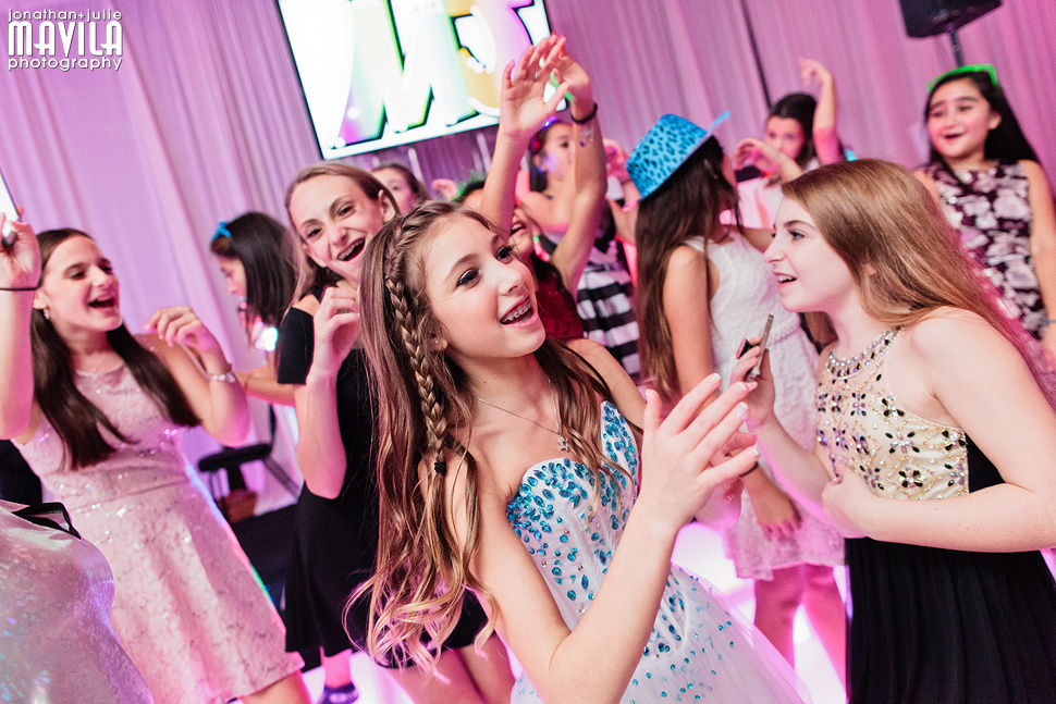20-Mavila-Photography-Bat-Mitzvah-Dance-Party.jpg