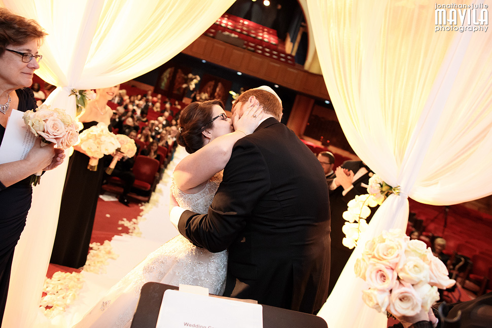19-Mavila-Photography-Wedding-Temple-Emanu-El-kiss.jpg