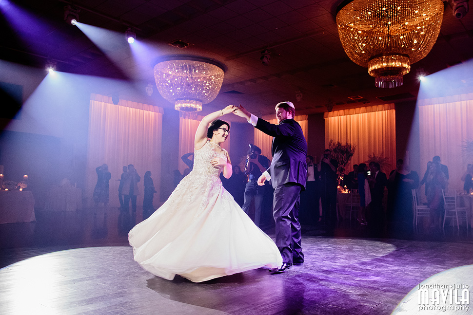 25-Mavila-Photography-Wedding-Couple-Dancing.jpg