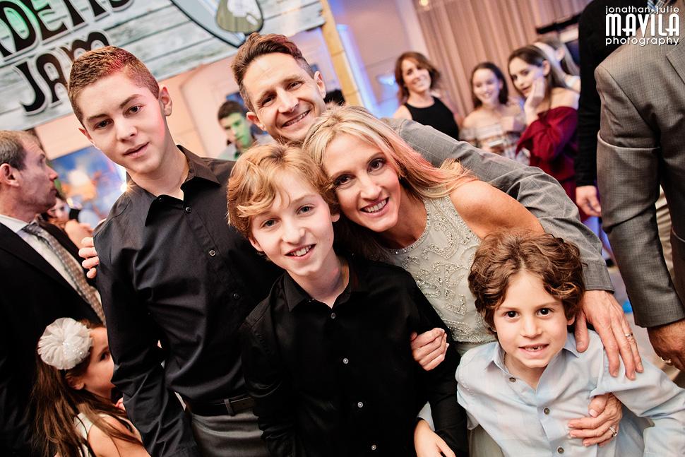 23-Mavila-Photography-Bat-Mitzvah-Lehman-Family-Photo.jpg