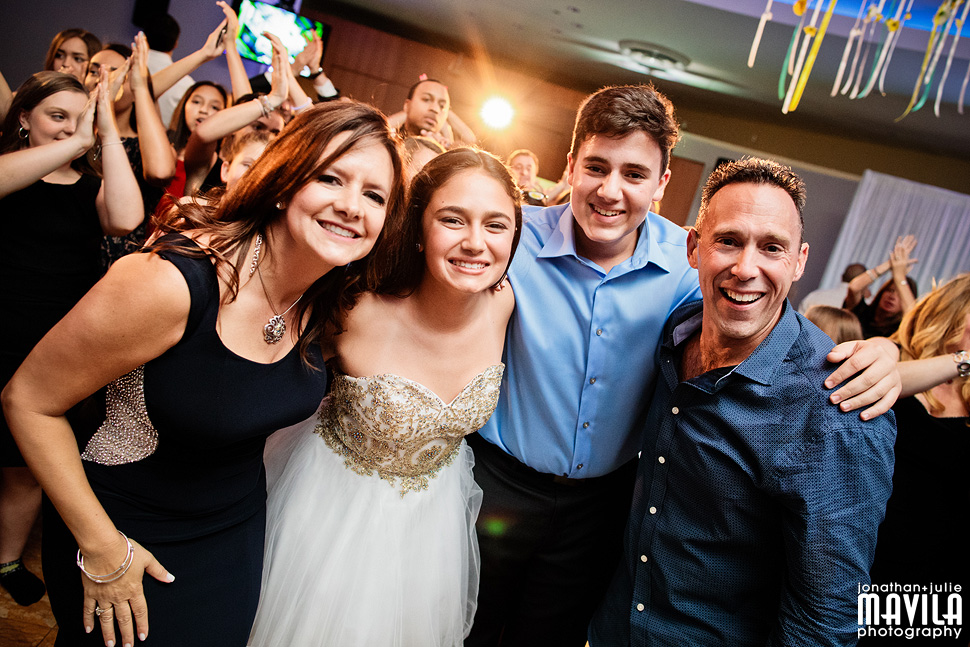 22-Mavila-Photography-Bat-Mitzvah-Isabel-Cohen-Family.jpg